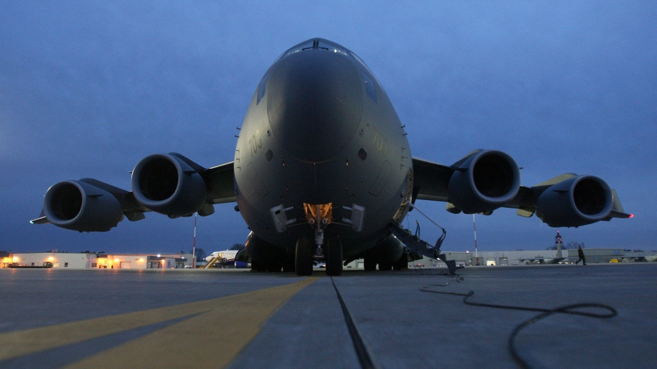 Canadian forces C-17 Globemaster sits on the tarmac at CFB Trenton on Friday Nov. 15, 2013. (Lars Hagberg / THE CANADIAN PRESS)