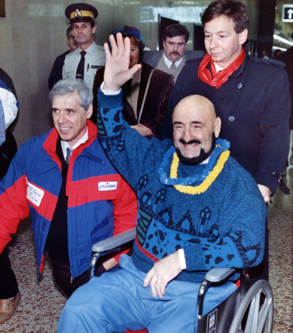 Maurice (Mad Dog) Vachon waves to well wishers as he returns home to Montreal, Que., Nov. 21, 1987. Vachon, the tough-talking and colourful wrestler with the trademark gravelly voice, has died at the age of 84. THE CANADIAN PRESS/Allen McInnis