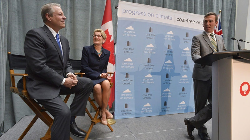 Former U.S. Vice President Al Gore (left), Ontario Premier Kathleen Wynne (centre) and Tim Gray, Executive Director, Environmental Defence celebrate Ontario as the first jurisdiction in North America to ban coal in Toronto, Thursday, Nov. 21, 2013. (Environmental Defence)