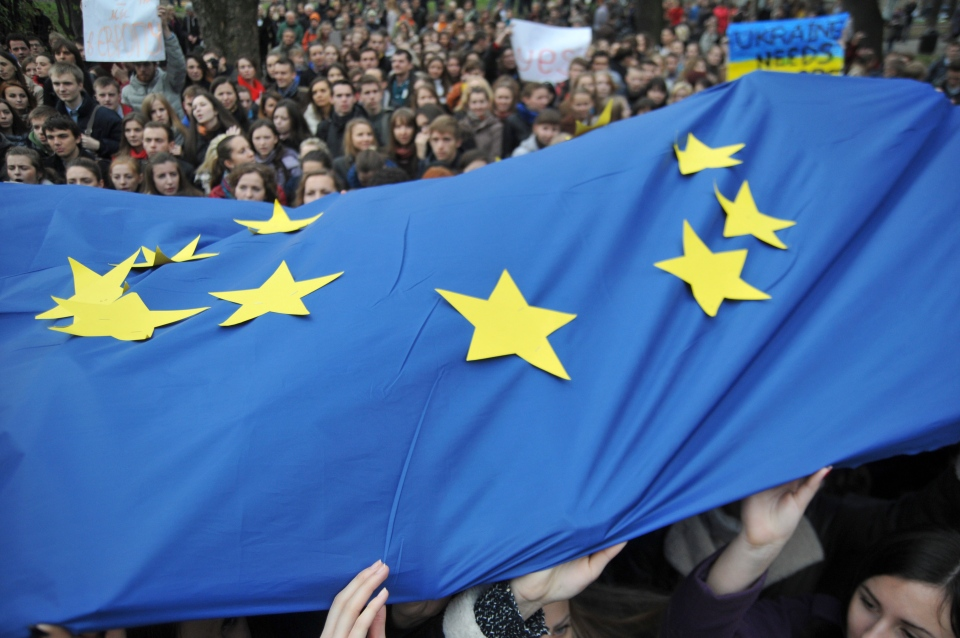 Activists waves European Union flags during a rally in support of Ukraine's integration with the European Union in the center of Kyiv, Western Ukraine, Friday, Nov. 22, 2013. (AP / Pavlo Palamarchuk)