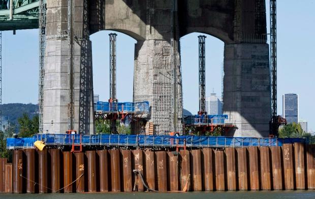 Mulcair blasts Harper over Champlain Bridge