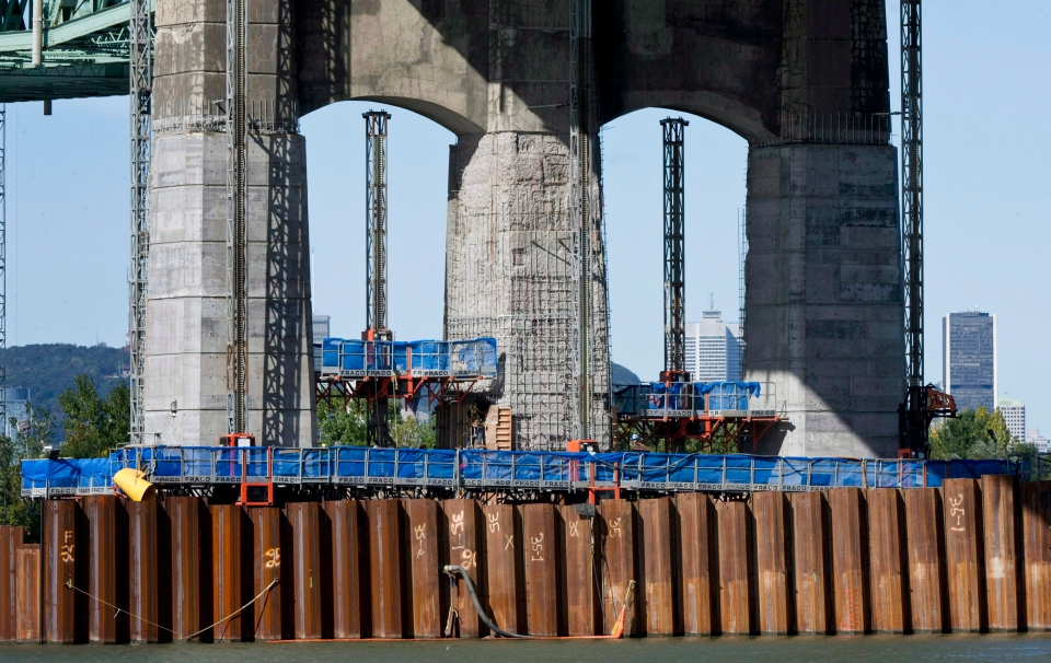 Repair work proceeds on pillars of the Champlain Bridge linking Montreal in Brossard, Que., on Oct. 5, 2011. (Paul Chiasson / THE CANADIAN PRESS)