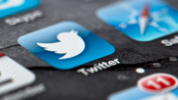 Twitter suspends accounts spreading images of beheading
