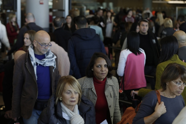 storm poised to threaten holiday travel as it heads east