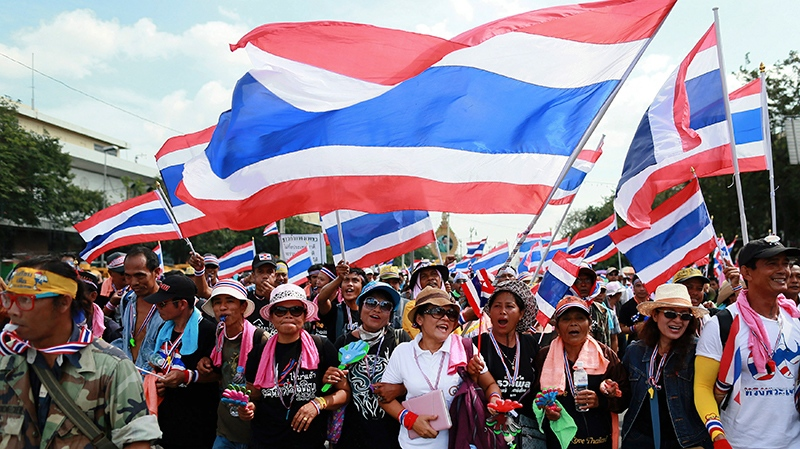Anti-government protesters rally to Defence Ministry in Bangkok, Thailand on Thursday, Nov. 28, 2013. (AP / Wason Wanichakorn)