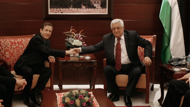 Israel's opposition leader meets Palestinian pres