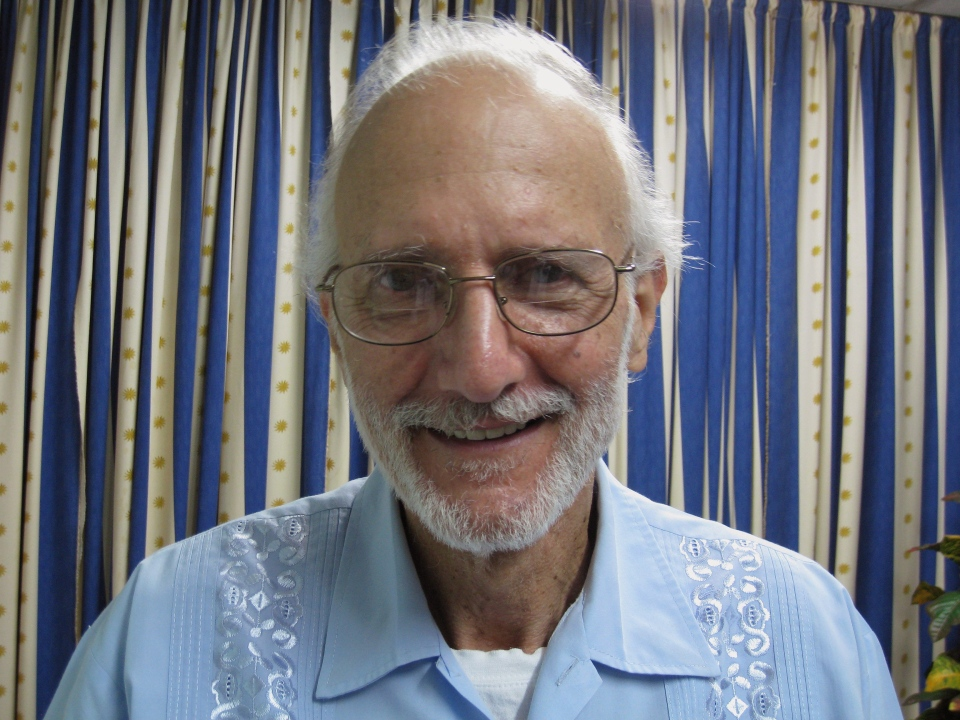 In this photo provided by James L. Berenthal, jailed American Alan Gross poses for a photo during a visit by Rabbi Elie Abadie and U.S. lawyer James L. Berenthal at Finlay military hospital in Havana, Cuba, Tuesday, Nov. 27, 2012.(AP Photo/James L. Berenthal)