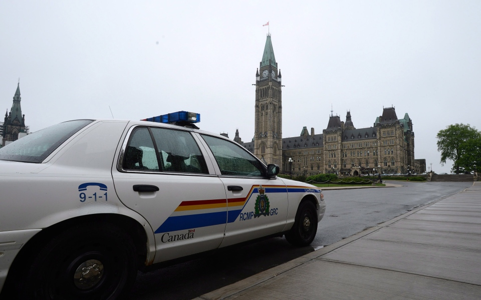 An RCMP cruiser sits parked on Parliament Hill in Ottawa on Wednesday, May 29, 2013. (Sean Kilpatrick / THE CANADIAN PRESS)