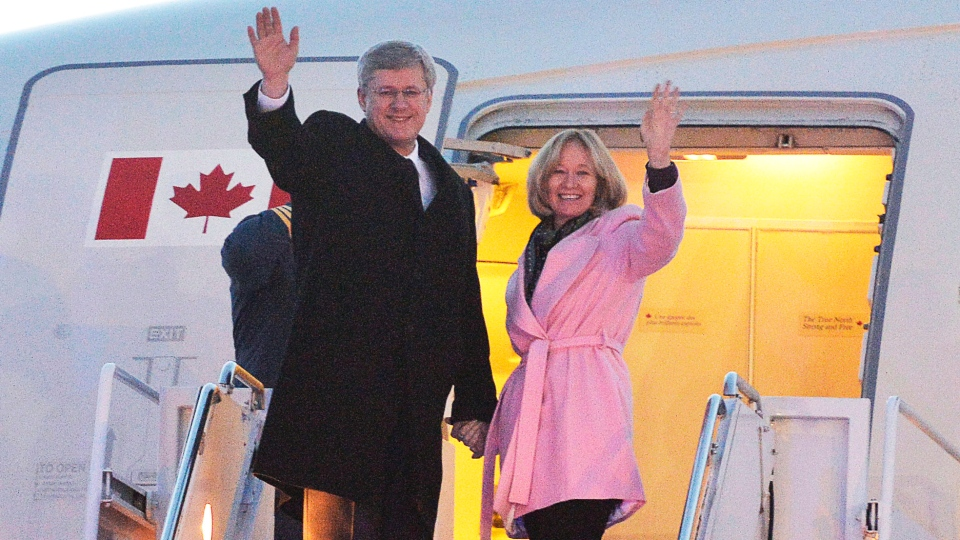 Prime Minister Stephen Harper and his wife Laureen board a flight for South Africa to attend a memorial for Nelson Mandela, in Ottawa, Sunday, Dec.8, 2013. (Adrian Wyld / THE CANADIAN PRESS)