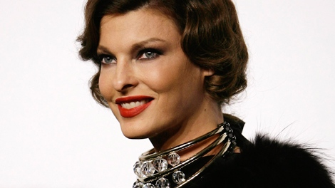 Canadian model Linda Evangelista arrives for the amfAR charity dinner during the fashion week in Milan, Italy, Monday, Sept. 28, 2009. (AP / Antonio Calanni)