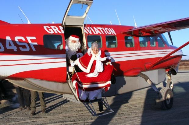 Alaska National Guard brings Santa to remote Yup'ik Eskimo village