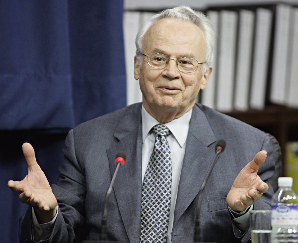 Jacques Corriveau makes a point during his testimony before the Gomery commission in this 2005 file photo. (Ryan Remiorz/THE CANADIAN PRESS)