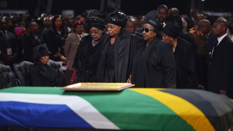 Nelson Mandela's homecoming: Mourners gather to say ...