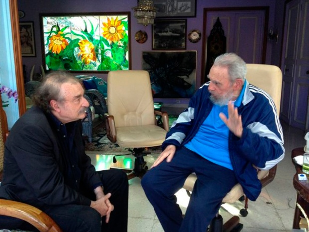 Fidel Castro appears in first new photo in months