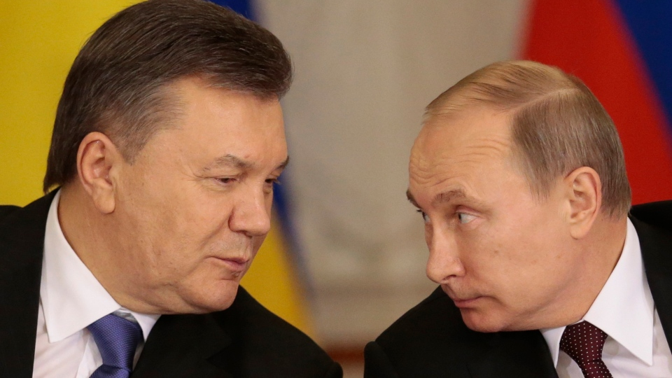 Russian President Vladimir Putin, right, and his Ukrainian counterpart Viktor Yanukovych chat during a news conference after their talks in Moscow on Tuesday, Dec. 17, 2013. (AP / Ivan Sekretarev)