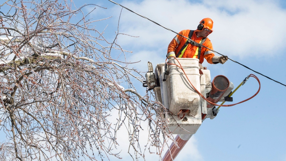 Hydro One worker Sean Williams works from a bucket as his crew work to restore power to a house in a Scarborough neighbourhood on Friday, Dec. 27, 2013. (Chris Young / THE CANADIAN PRESS)