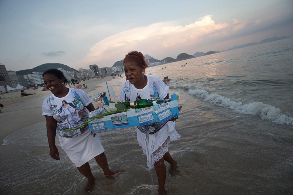 Brazil S New Year Offerings For Yemanja Ctv News