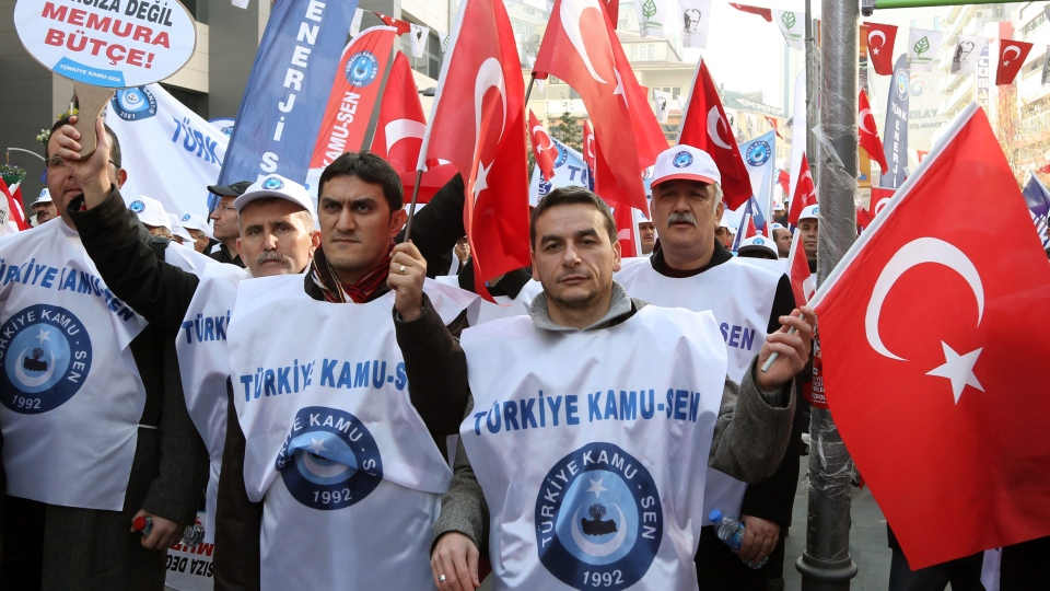 Several thousand of civil servants gather in the city center to protest against corruption and the government of Prime Minister Recep Tayyip Erdogan in Ankara, Turkey, Saturday, Dec. 28, 2013. (AP / Burhan Ozbilici)