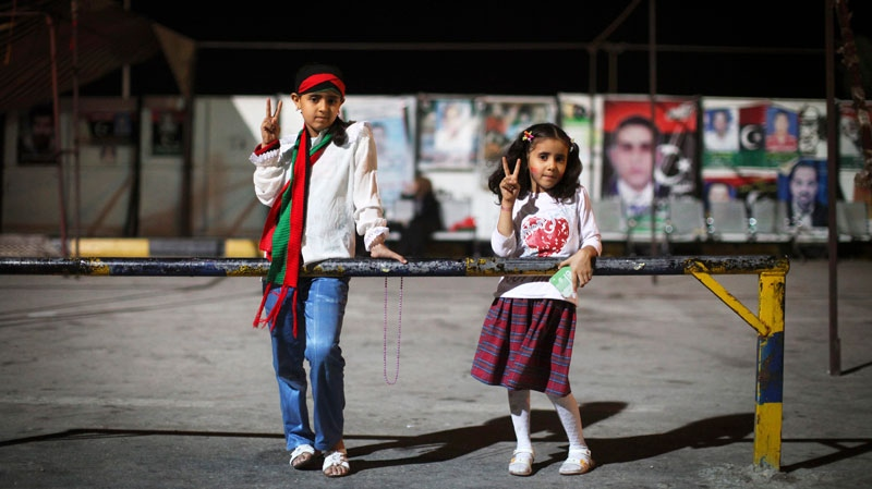Girls flash victory sign at the rebel-held town of Benghazi, Libya, Friday, Aug. 12, 2011. (AP / Alexandre Meneghini)