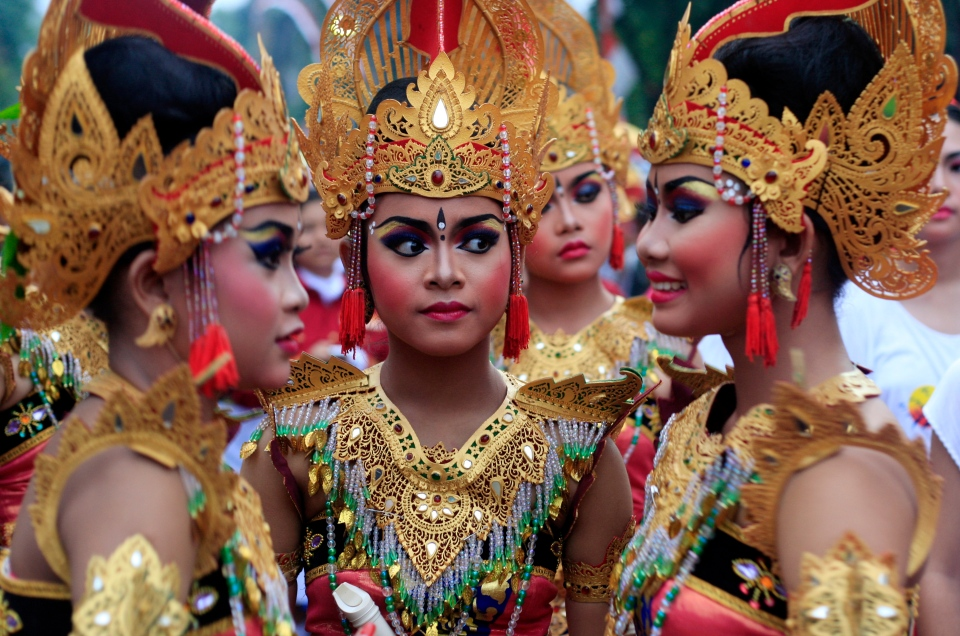 Balinese girls in traditional costumes