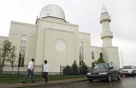 Workers put the finishing touches on the Baitunnur mosque, billed as the largest in North America, on Wednesday, July 2, 2008 in Calgary. (THE CANADIAN PRESS/Jeff McIntosh)