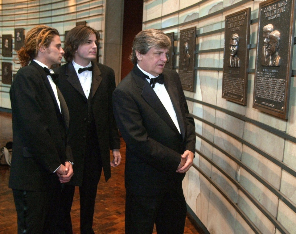 Phil Everly, of the musical duo The Everly Brothers, looks at his plaque in the Country Music Hall of Fame along with his sons, Chris, left, and Jason,  in Nashville, Tenn. Thursday, Oct. 4, 2001.  (AP / Mark Humphrey)