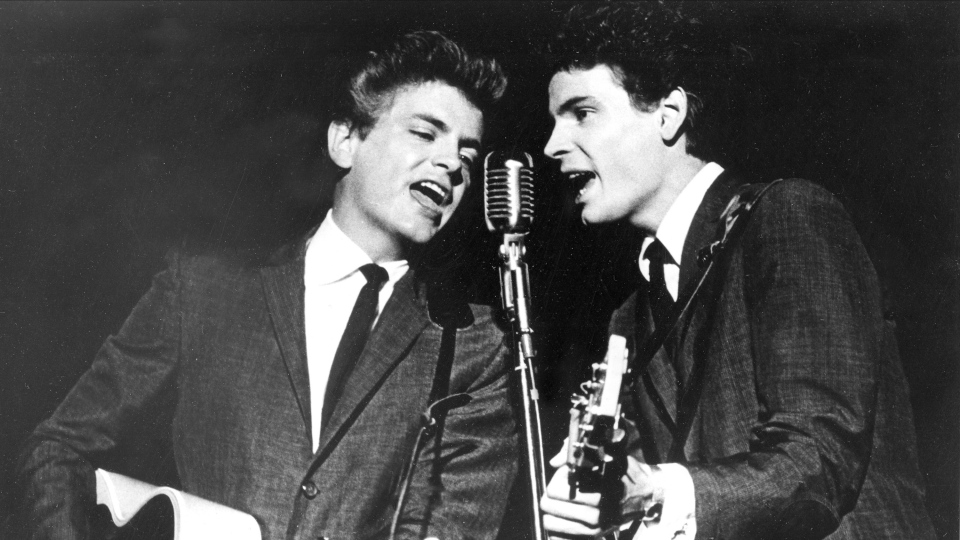 The Everly Brothers, Don and Phil, perform on stage July 31, 1964. (AP)