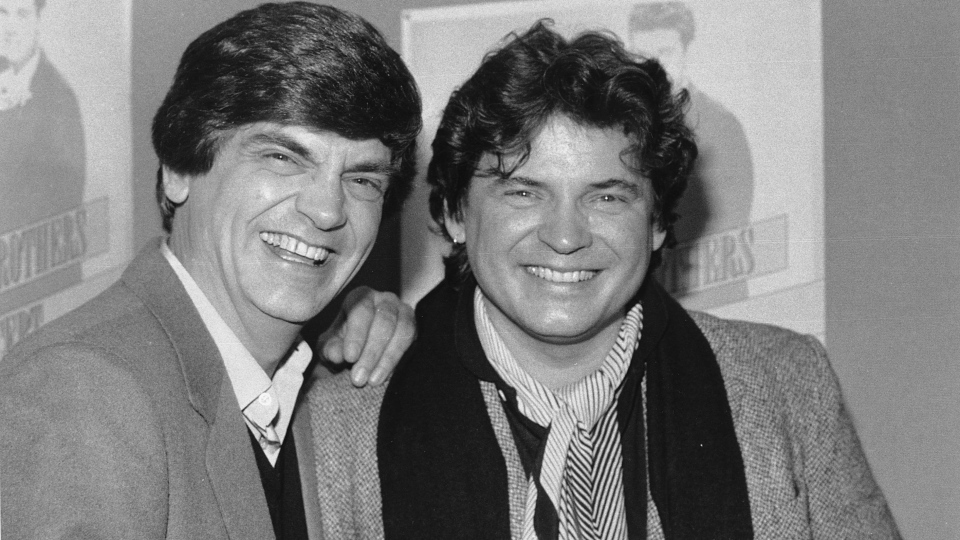 Phil, left, and Don Everly, of the Everly Brothers joke around for photographers in New York City Jan. 4, 1984. (AP / Ray Stubblebine)