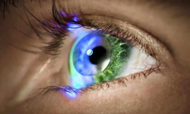 Innovega's iOptik system is 'smart' contact lenses