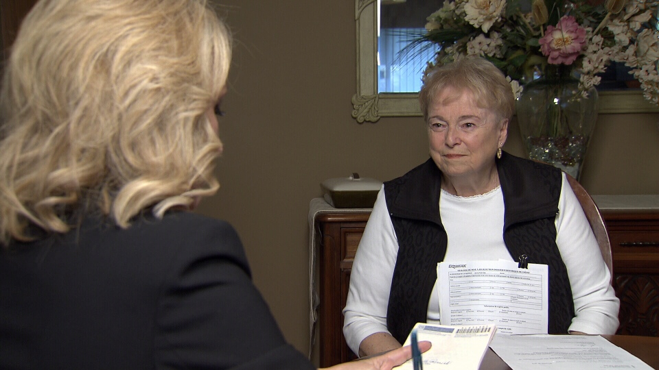 Jill Colville explains her credit nightmare to CTV consumer reporter Lynda Steele. (CTV)