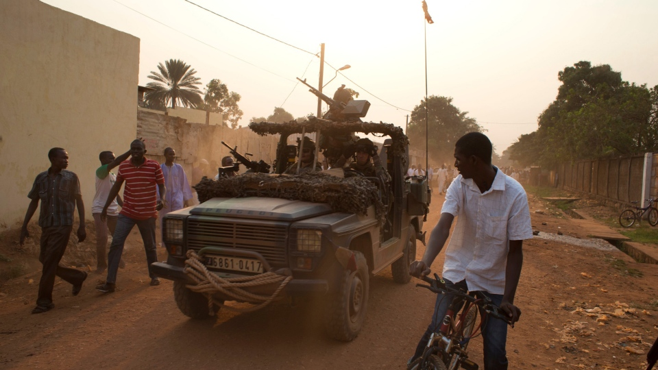 Angry residents shout accusations at French soldiers as they depart, after a shooting disrupted a meeting between the commander of the Sangaris forces and Muslim community leaders, in the Kilometer 5 district of Bangui, Central African Republic, Monday, Jan. 6, 2014. (AP / Rebecca Blackwell)