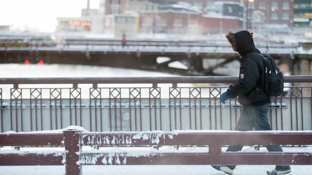 Snowbound train passengers arrive in Chicago