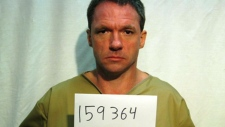 Escaped U.S. prisoner turns himself in