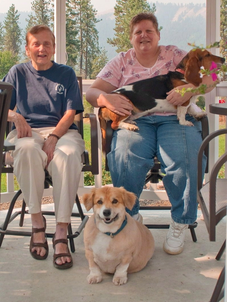 Shirley Vann (left), her daughter Linda Jean McNall and their two dogs are shown in this family handout photo. (THE CANADIAN PRESS/HO)