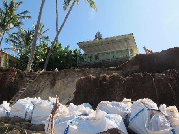 Hawaii homes threatened