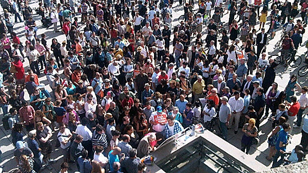Hundreds of people gathered outside Toronto's City Hall to mourn the passing of NDP Leader Jack Layton (a former city councillor) on Monday, Aug. 22, 2011. (Natalie Johnson/CTV Toronto)