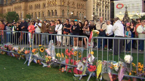A crowd gathers on Parliament Hill for a candlelight vigil for NDP Leader Jack Layton in Ottawa on Monday, Aug. 22, 2011.