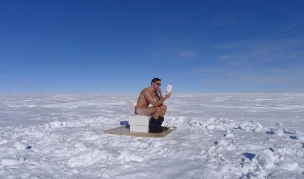 Alexander Skarsgard nude