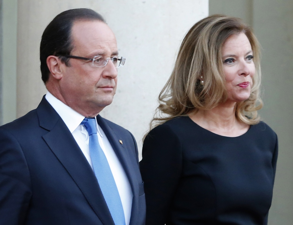 French president Francois Hollande and his companion Valerie Trierweiler wait for German President Joachim Gauckand, at the Elysee Palace, in Paris, Sept. 3, 2013. (AP / Jacques Brinon)