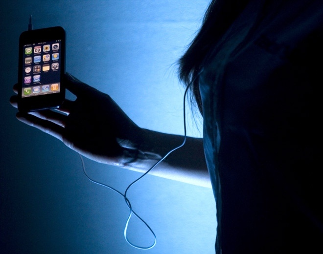 A model shows off an Apple iPhone 3G  in Mexico City, Wednesday, July 9, 2008. (AP / Dario Lopez-Mills)