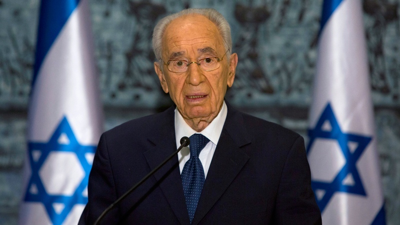 Israel's President Shimon Peres delivers a statement following the death of late Israeli Prime Minister Ariel Sharon, at the President's residence in Jerusalem, Saturday, Jan. 11, 2014. (AP Photo/Sebastian Scheiner)