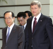 Prime Minister Stephen Harper is escorted by his Japanese counterpart Yasuo Fukuda for their meeting in Tokyo Thursday, July 10, 2008. (AP / Koji Sasahara)