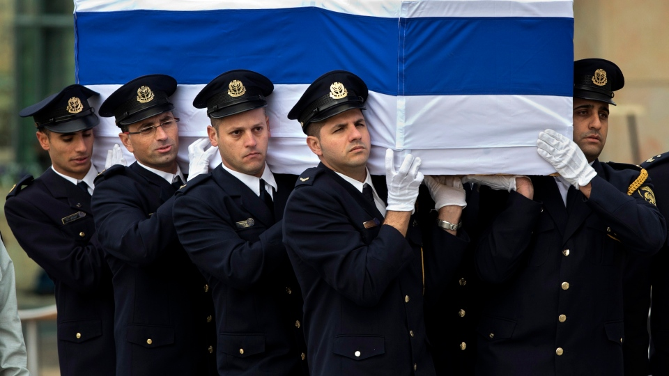 Members of the Knesset guard carry the coffin of late Israeli Prime Minister Ariel Sharon at the Knesset, Israeli Parliament, in Jerusalem, Sunday, Jan. 12, 2014. (AP / Bernat Armangue)