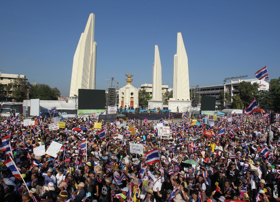 Anti-government protesters gather with national flags during a rally at the Democracy Monument Monday, Jan. 13, 2014, in Bangkok, Thailand. (AP / Sakchai Lalit)