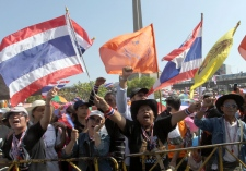 Thailand protesters block rods in the capital