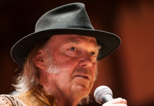"Singer Neil Young speaks during a press conference for the ""Honour the Treaties"" tour, a series benefit concerts being held to raise money for legal fight against the expansion of the Athabasca oilsands in northern Alberta and other similar projects, in Toronto, Sunday January 12, 2014. THE CANADIAN PRESS/Mark Blinch"