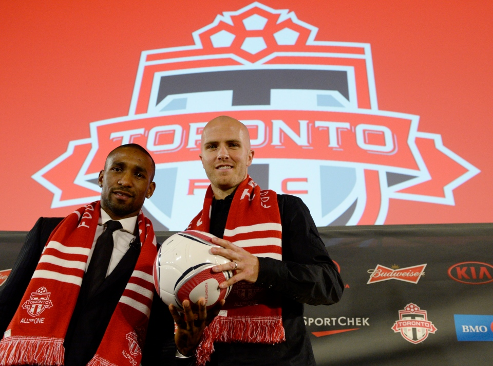 Toronto FC new soccer players Jermain Defoe (left) and Michael Bradley attend a news conference in Toronto, Jan.13, 2014. (Frank Gunn / THE CANADIAN PRESS)