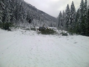 No vehicles were caught under a large avalanche that rolled over Highway 16 and blocked off traffic  near Mount Robson on the Alberta-B.C.on Monday, Jan. 13, 2014. (ho-RCMP / THE CANADIAN PRESS)