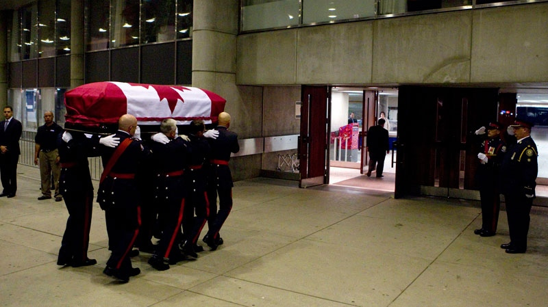 The casket containing Jack Layton arrives at Toronto's City Hall on Thursday, Aug. 25, 2011. (Chris Young / THE CANADIAN PRESS)