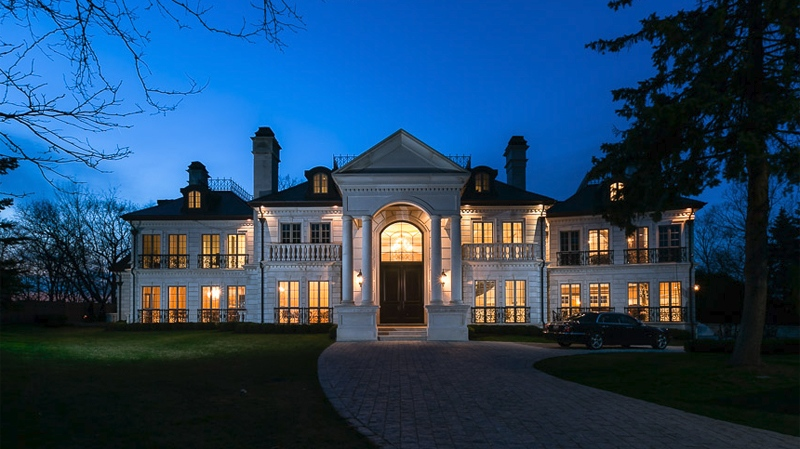 This Mississauga, Ont. custom-built mansion recently sold in an auction for $6.2 million. (2290saxony.com)